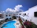 Udsigt over poolen på Hotel Haroula, Santorini