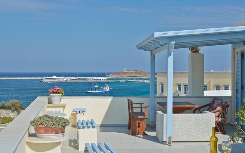 Nyd udsigten fra terrassen på hotel Kymata, Naxos