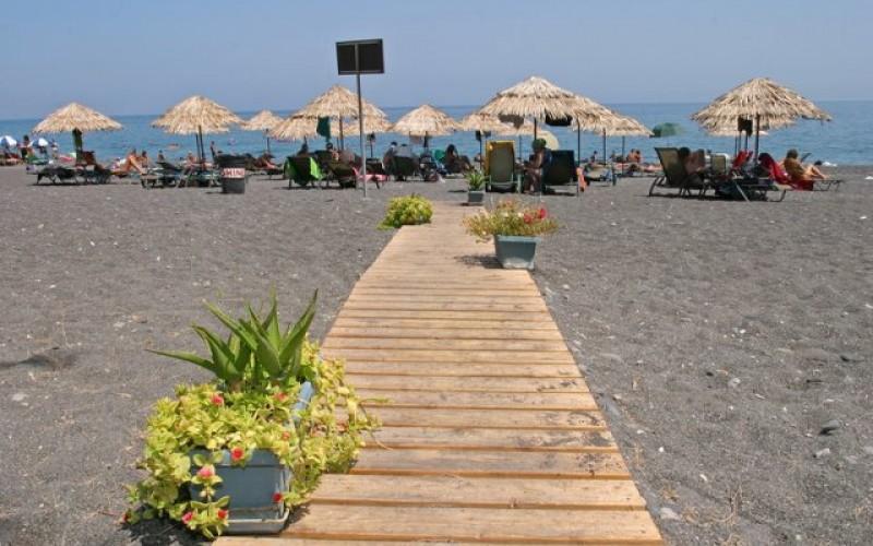 Stranden udenfor hotel Sunshine på Santorini