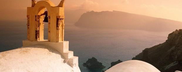 Se solen gå ned over Santorini med Hellas Holidays